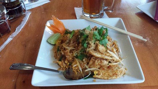 Thai Arroy: Chicken Pad Thai