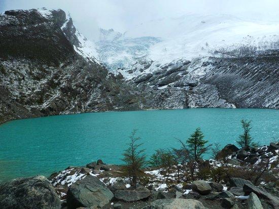 Walk Patagonia: Glaciar Huemul. Se llega desde el estacionamiento de Lago del Desierto.