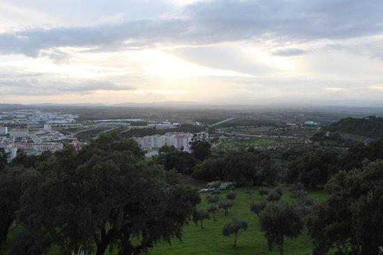 Tryp Colina do Castelo: Vista do apartamento de fundo