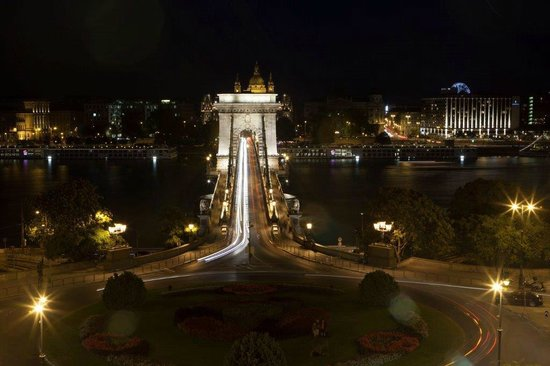 Pogacia Photo: Chain Bridge at Night