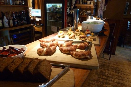 Truffle Pigs Lodge : Breakfast Bar