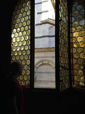 B&B L'Antica Bifore : Beautiful, original stained glass