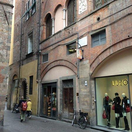 B&B L'Antica Bifore: Exterior of building