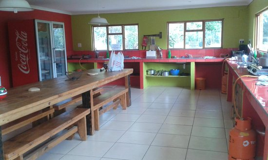 The AardVark Guesthouse and Backpackers: kitchen