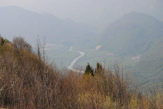 Savogna d'Isonzo, Italy: panorama del fiume Natisone e Caporetto