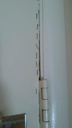 Days Inn Birmingham/Summit Mall: Staples holding the door together