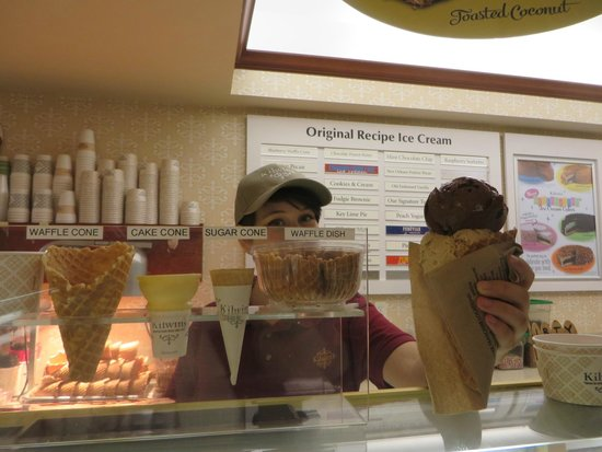 Kilwins: my cone...oh, my Good !! always, Chocolate & Butter Pecan