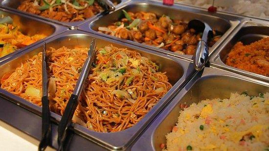 Mikado : Nouilles sautées, riz cantonnais, champignons teriyaki