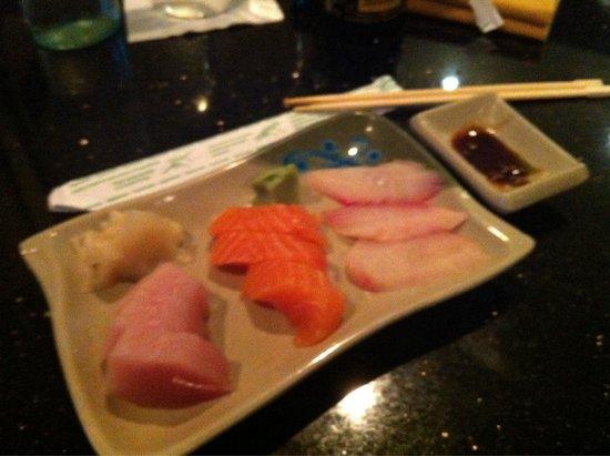 Samurai Japanese Steak House: Sashimi sampler, 9 pieces, $10, salmon, tuna and snapper