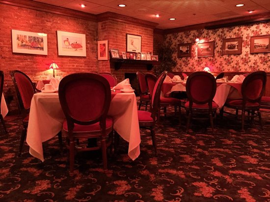 Jacksonville Inn Dining House: Jacksonville Inn upper floor dining room at noon.