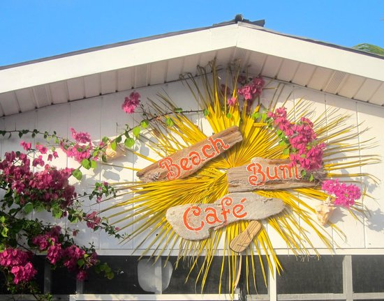 Sunset Cove: Casual dining at The Beach Bum Cafe
