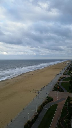 Courtyard Virginia Beach Oceanfront/North 37th Street : View from the balcony looking towards the south end