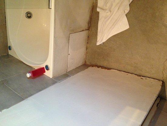 Jam Suites Boutique Hotel: Esto es lo q llaman baño con jacuzzi