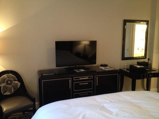 Montecito Inn : Flat screen