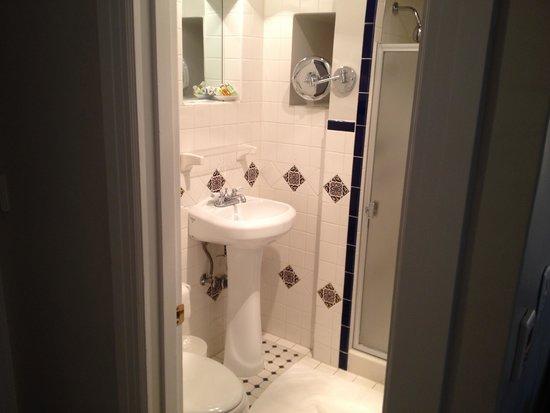 Montecito Inn : Bathroom