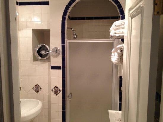 Montecito Inn : Shower