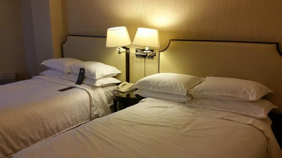 Sheraton Houston Brookhollow Hotel: Comfortable Bed