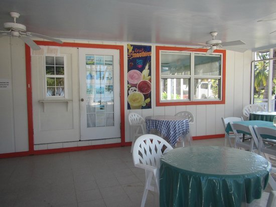 Sunset Cove: Open air dining at The Beach Bum Cafe