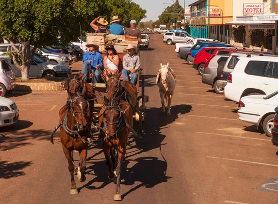 Longreach, Australia: Through the town trot