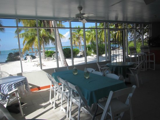Sunset Cove: Beach front dining area