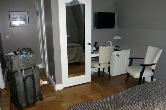 Hotel Borg by Keahotels: My room -- 5th floor, nothing fancy but clean and comfortable