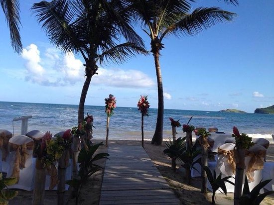 Coconut Bay Beach Resort & Spa: Wedding set up - couldn't be better!