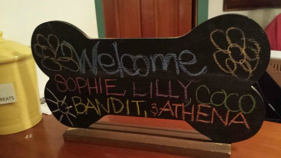 Hood River Hotel: Doggy welcome sign