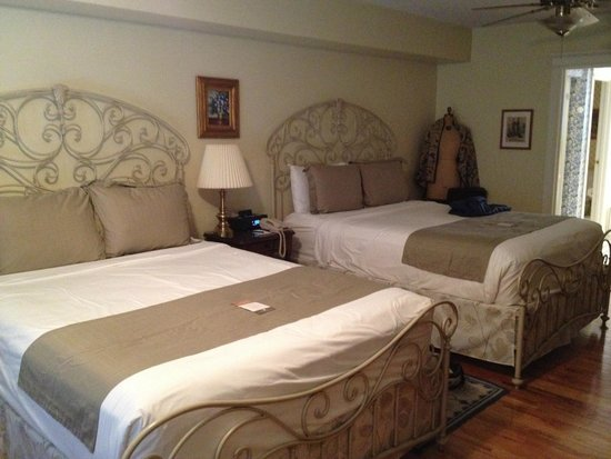 Gathering Place Bed and Breakfast : The textile room - I KNOW this is spectacular!