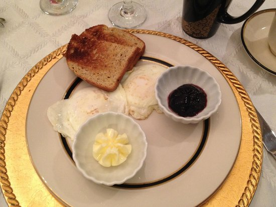 Gathering Place Bed and Breakfast: Eggs easy over... can you imagine?