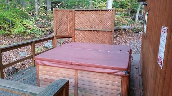 Mountain Creek Cabins : Maple Tree: hot tub
