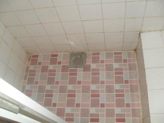 Hotel Sunshine: Bathroom