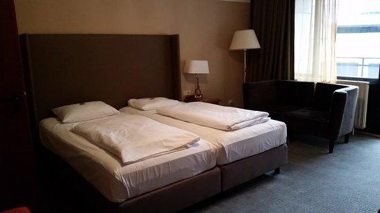 The Ascot Hotel Cologne: Das Bett