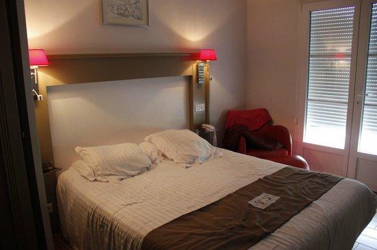 Hôtel Les Saules : La chambre