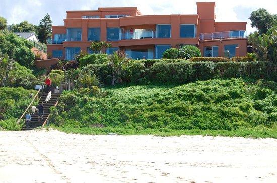 Xanadu Guest Villa: Das Xanadu vom Strand aus