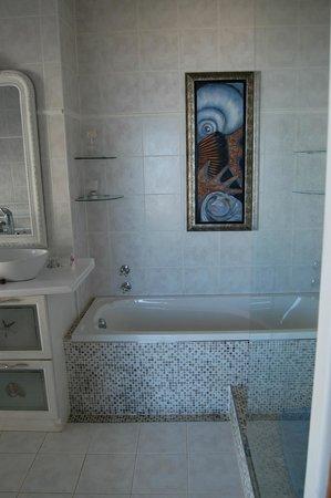 Xanadu Guest Villa: Schönes Bad der Delfin Suite