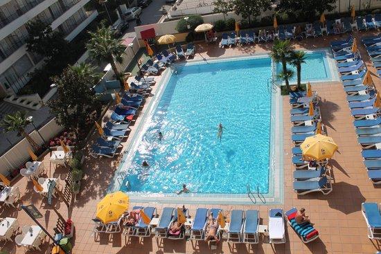 Hotel GHT Oasis Tossa & SPA: piscine de l'hotel