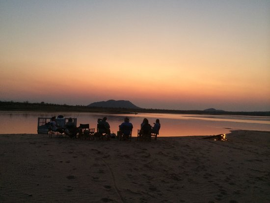 Bumi Hills Safari Lodge & Spa: Sunset lake kariba