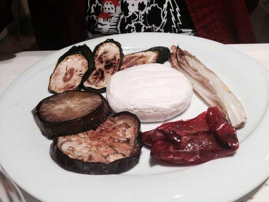 Trattoria Carducci: tomino con verdure
