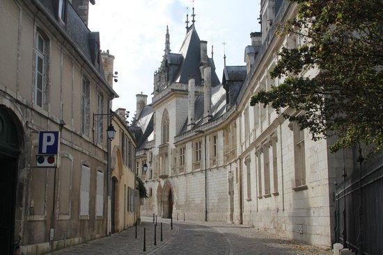 Palais Jacques Coeur : façade extérieure