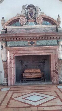 Palazzo Farnese : Camino posto nel Salone d'onore o Sala di Ercole