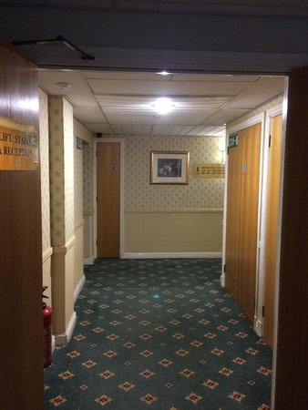 Days Hotel Coventry: Hotel corridors on first floor