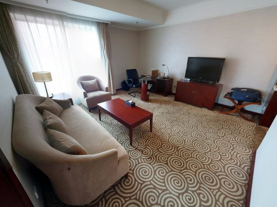Inner Mongolia Hotel: 豪华套间客廳