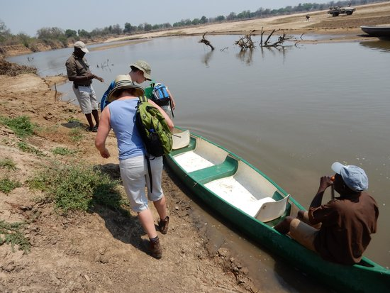 Chikoko Trails Camps: Getting ready to cross the river with George