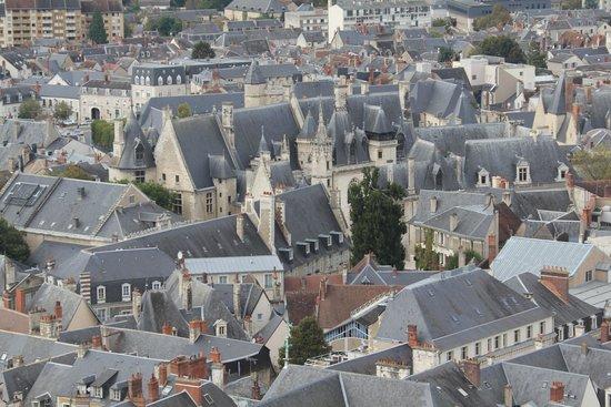 Tour et Crypte de la Cathédrale de Bourges : vue sur palais Jacques Coeur