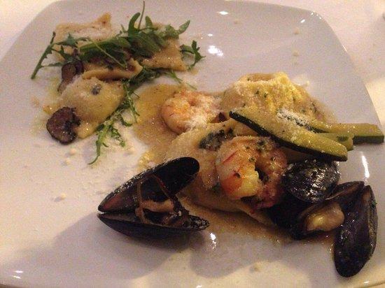 Ruffino Ristorante Italiano: Seafood pasta & Mushroom ravioli mixed and split for 2 people