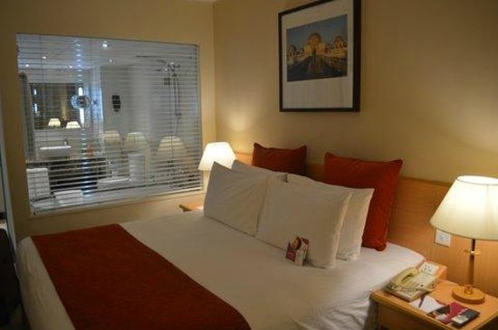 Crowne Plaza Muscat: Sea View Room