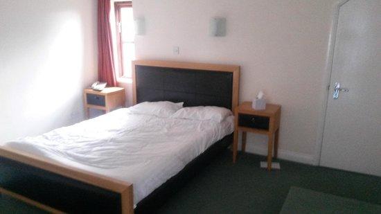Marsh Farm Hotel: not comfy!