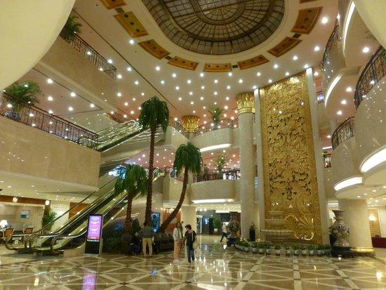 Hotel Nikko New Century Beijing: Hall del hotel