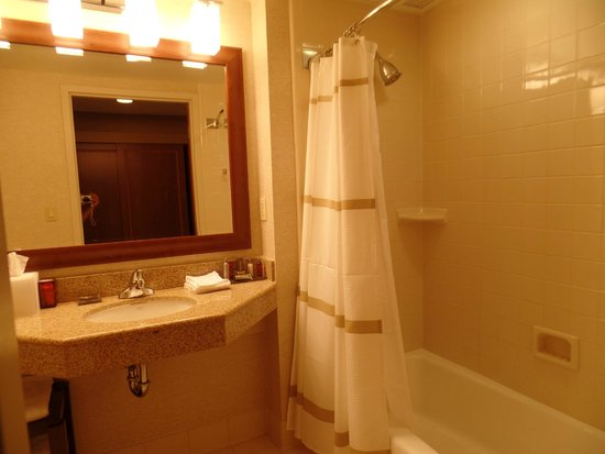 Fremont Marriott Silicon Valley: very clean bathroom