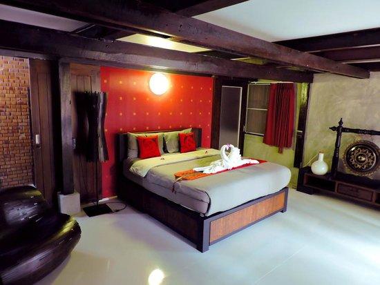 Swiss-Lanna Lodge: Deluxe Pasha Room
